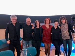 """El conjunto de jazz """"Piel de luna"""", la poeta Fátima Frutos junto a Isabel Logroño."""